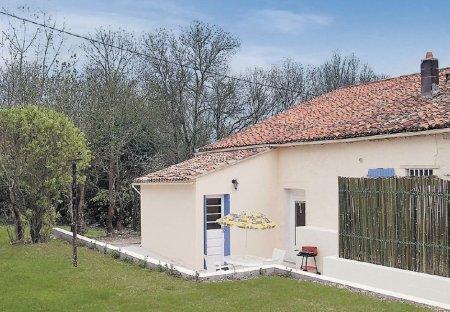 Villa in Dampierre-sur-Boutonne, France: