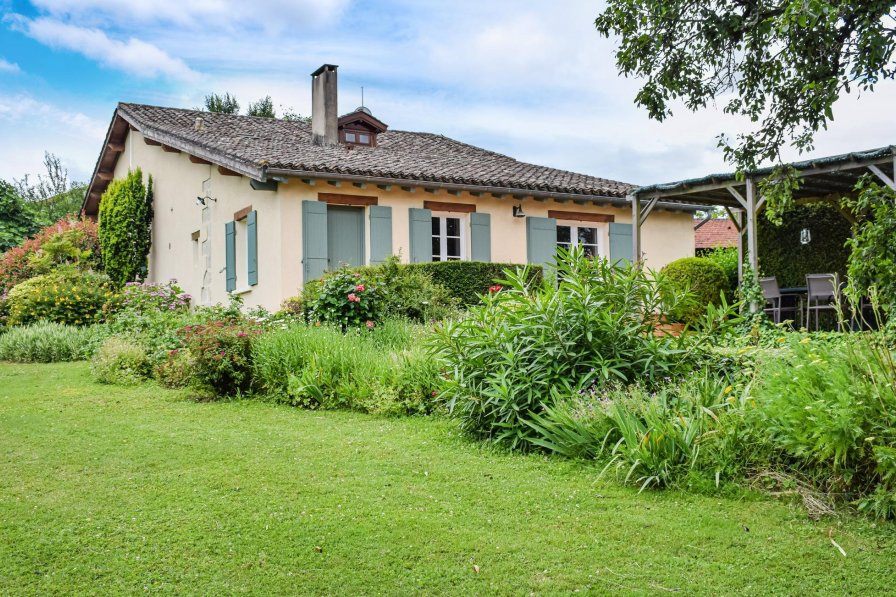Villa in France, Bourgougnague