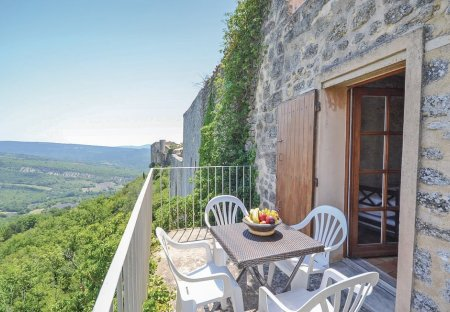 Apartment in Viens, the South of France