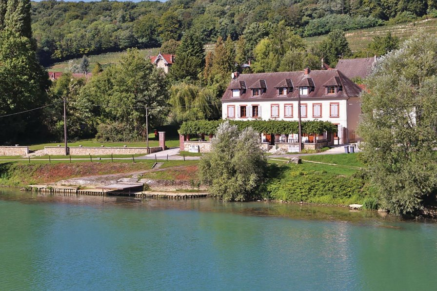 Villa in France, Jaulgonne