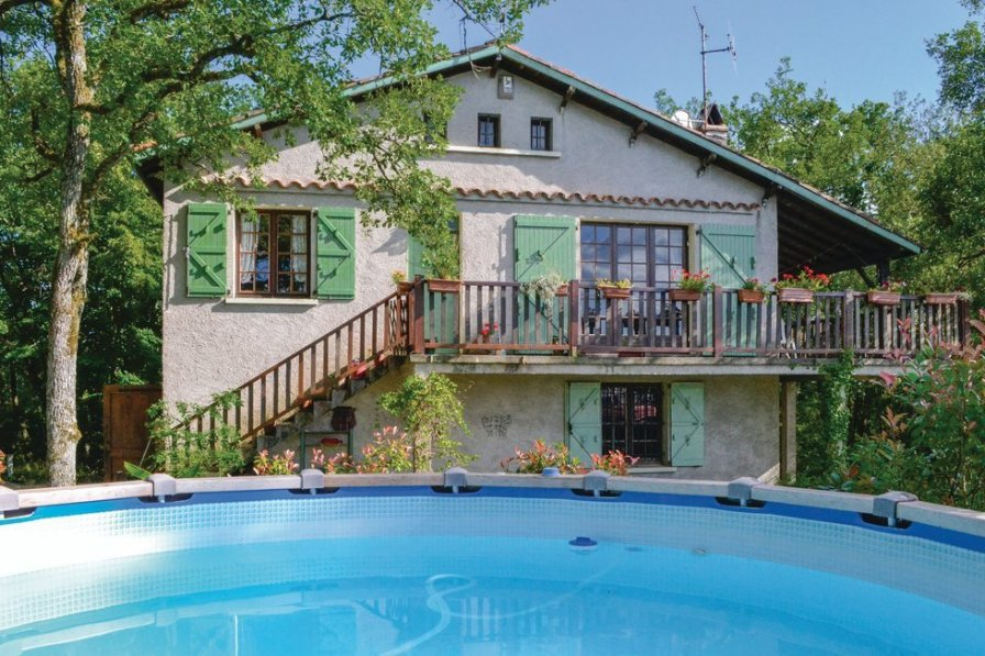Villa to rent in Aveyron
