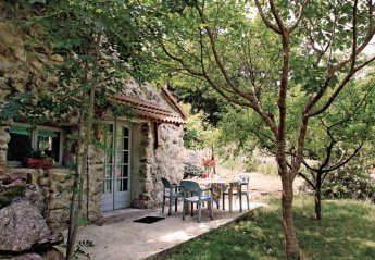 Villa in France, Mayres