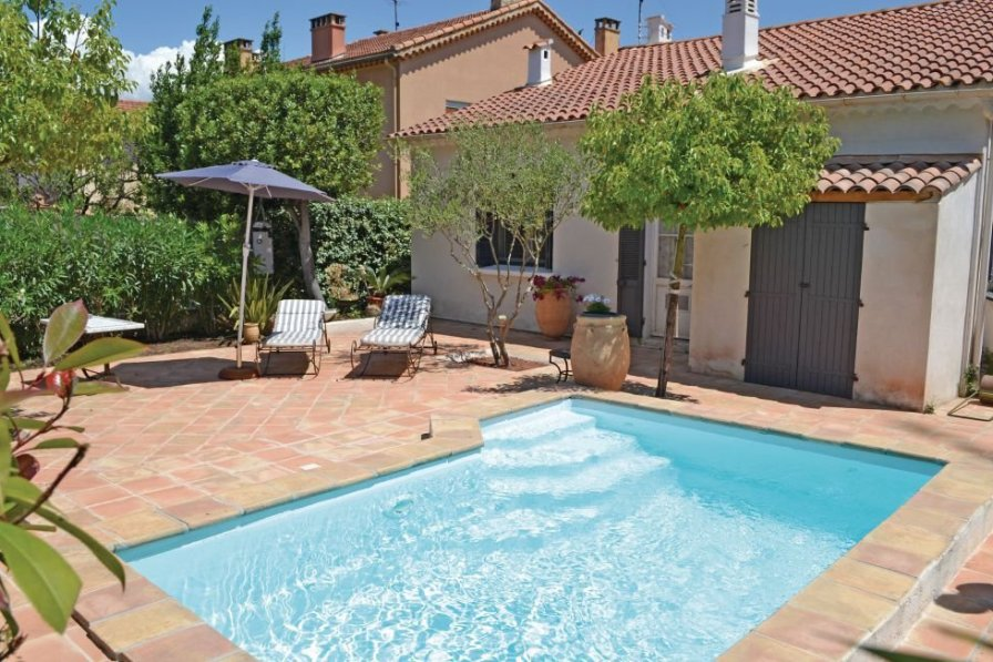 Holiday villa in Toulon with private pool