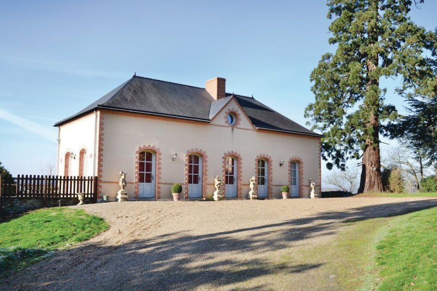 Holiday villa in Mayenne with private pool