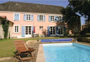 6 bedroom Villa for rent in Fontenay le Comte