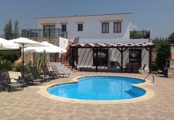Villa in Cyprus, Polis Chrysochou: Villa and Pool