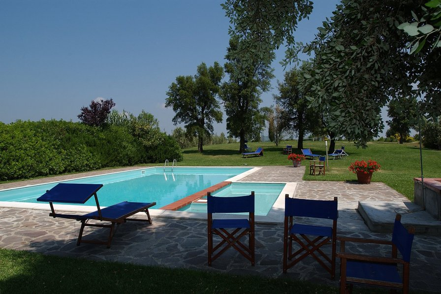 Chianti country house up to 28 person with pool and tennis court