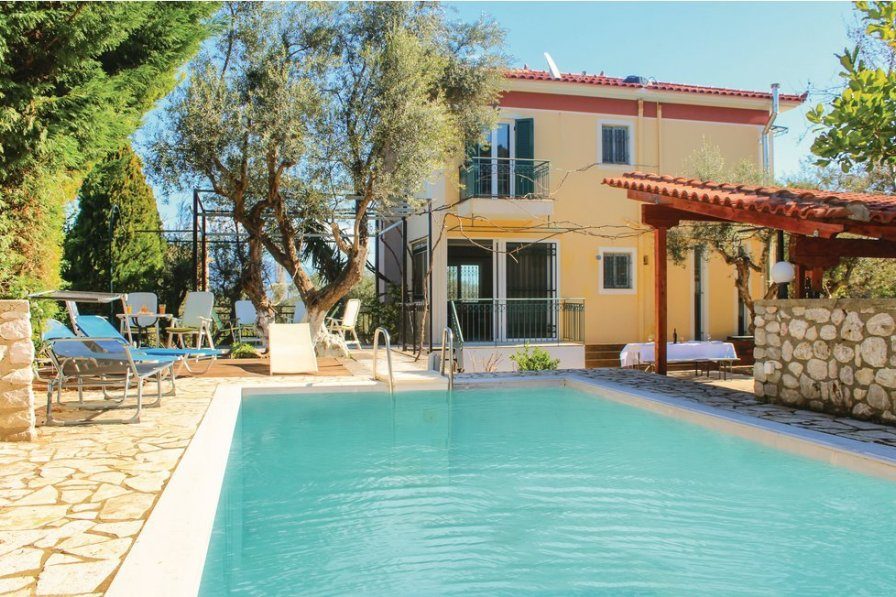 Villa in Greece, Peloponnese: please fill in the pool