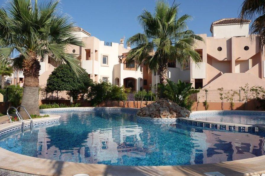 Owners abroad Luxury, 2 bedroom, 2 bathroom apartment overlooking pool & garden