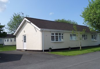 Chalet in United Kingdom, Swansea: With parking for two cars