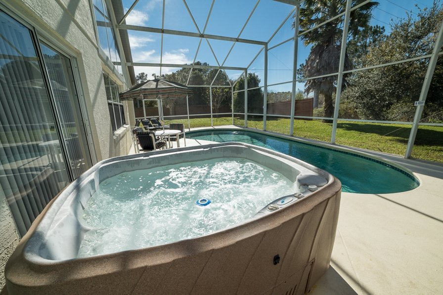 5 bed with private pool & hot tub