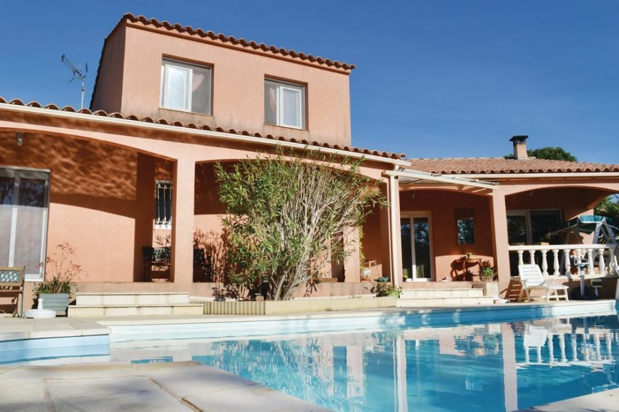 Villa rental in Corsica with private pool