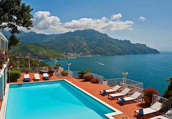 Villa in Italy, Ravello: 01 Villa Olimpo view from pool area