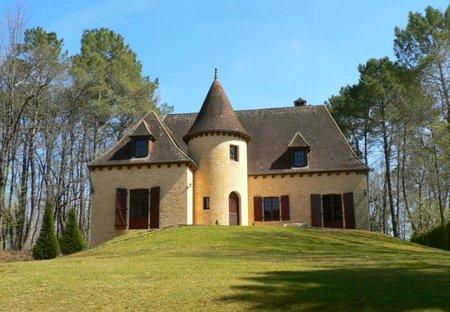 Country House in Beynac-et-Cazenac, France