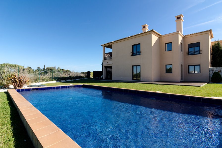 Mar da Luz Two bedroom apartment with large garden and pool -024