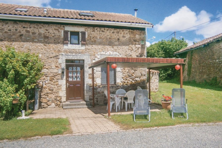 Villa with pool in Charente