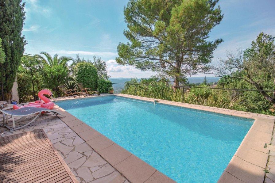 Villa to rent in Tourrettes