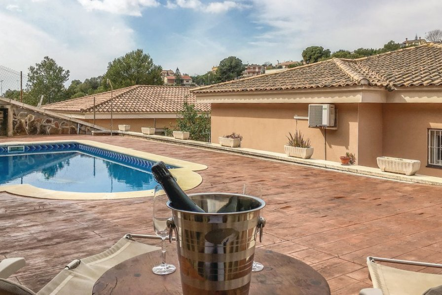 Villa To Rent In Calafell Spain With Swimming Pool 196521