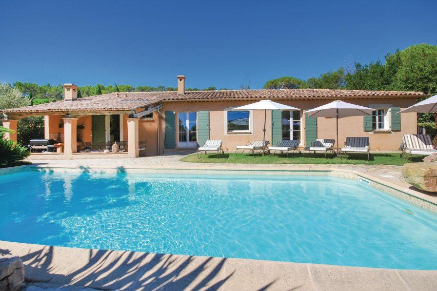 Lorgues holiday villa rental with private pool
