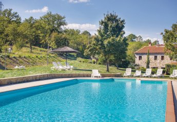 6 bedroom Villa for rent in Bucine