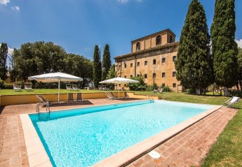 12 bedroom Villa for rent in Monteroni d'Arbia