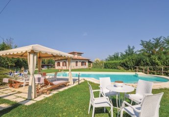 6 bedroom Villa for rent in Todi
