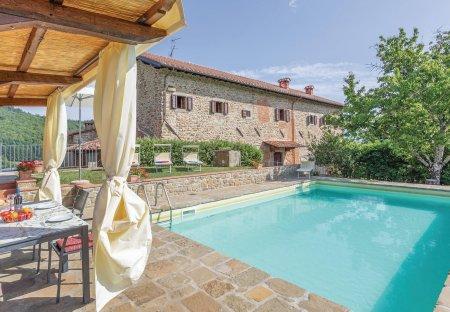 Apartment in Ortignano, Italy