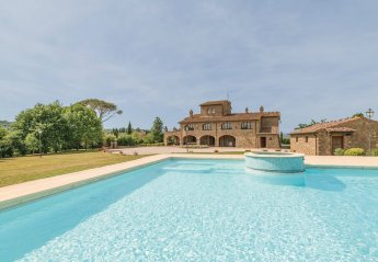 7 bedroom Villa for rent in Lucignano
