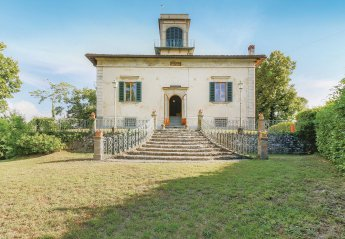 8 bedroom Villa for rent in Borgo San Lorenzo