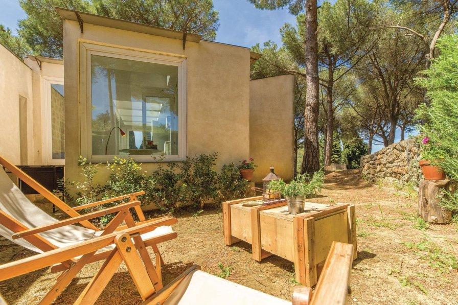 Villa in Italy, Alia