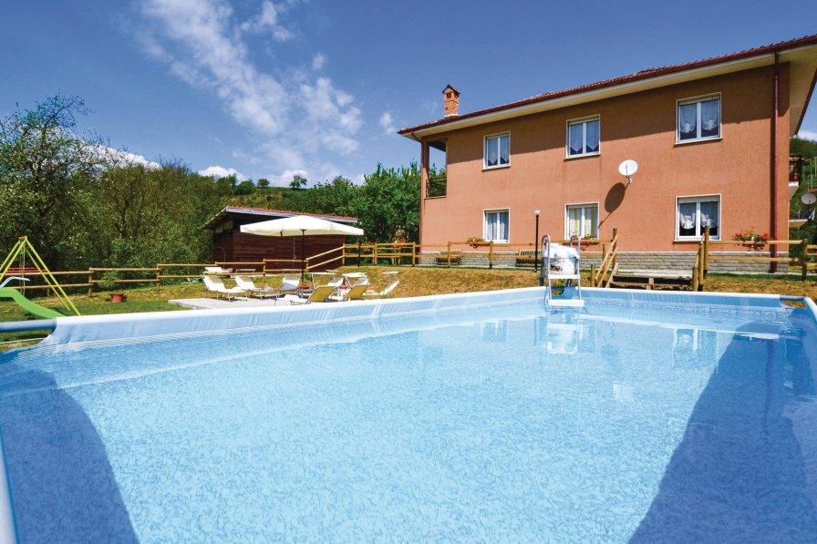 6 Bedroom Villa In Varese Ligure | Alpha Holiday Lettings