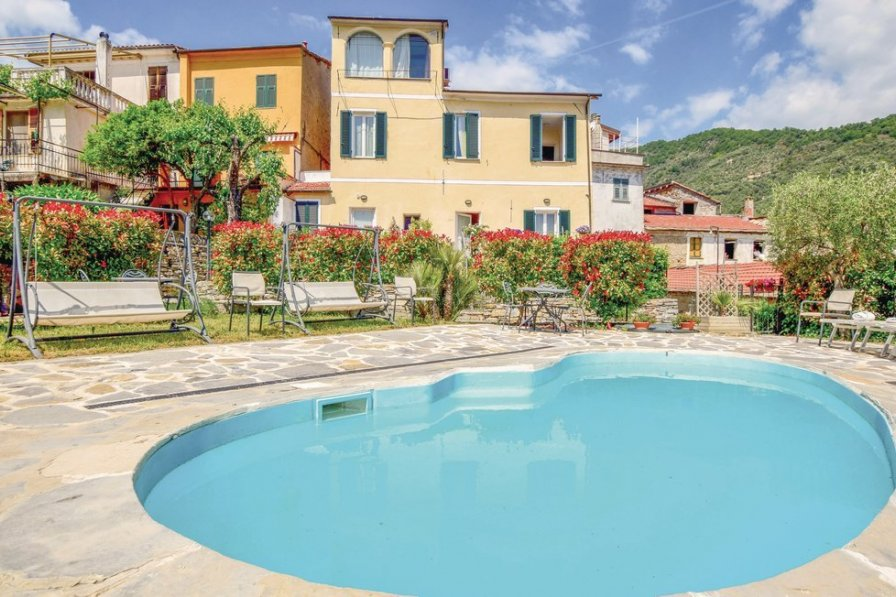 Villa To Rent In Lecchiore Italy With Swimming Pool 197502