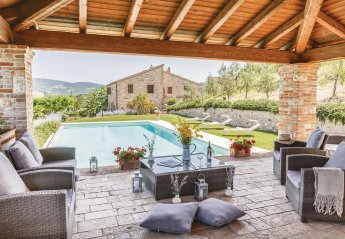 5 bedroom Villa for rent in Todi