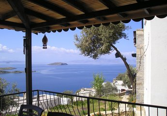Villa in Turkey, Gumusluk: View over Islands from lower terrace