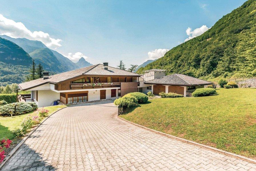 Villa in Italy, Castello Lavazzo