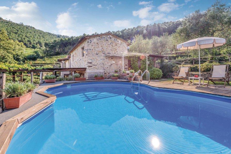 Villa in Italy, Buti