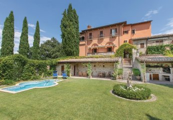 8 bedroom Villa for rent in Todi