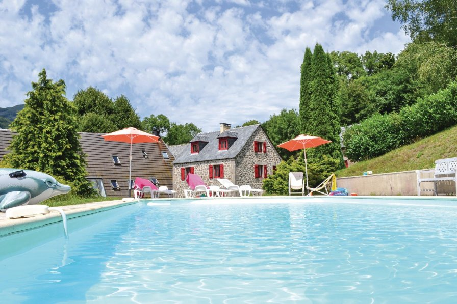 Villa with pool in Cantal