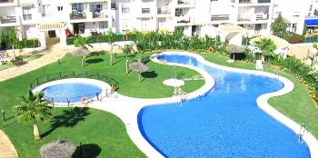 Apartment in Spain, Nueva Andalucia: View of the swimming pool from the solarium