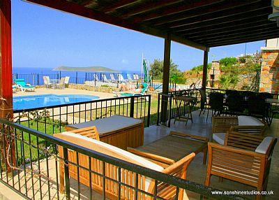 Villa in Turkey, Gumusluk: Spacious terrace