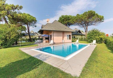 Villa in Isola Albarella, Italy