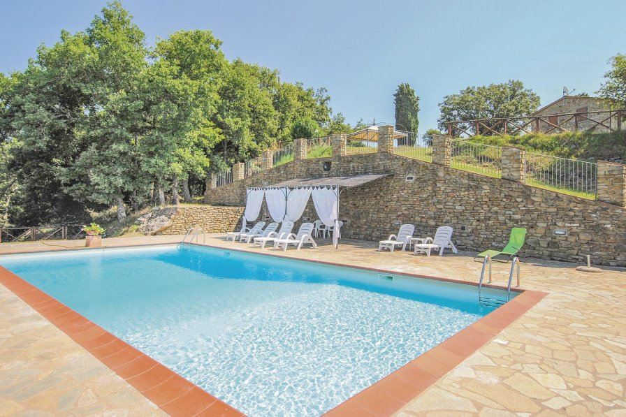 Apartment To Rent In Arezzo Italy With Shared Pool 198780
