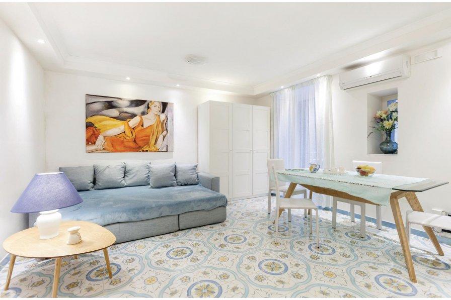 Studio apartment in Italy, Naples
