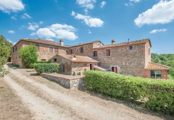 5 bedroom Villa for rent in Lucignano