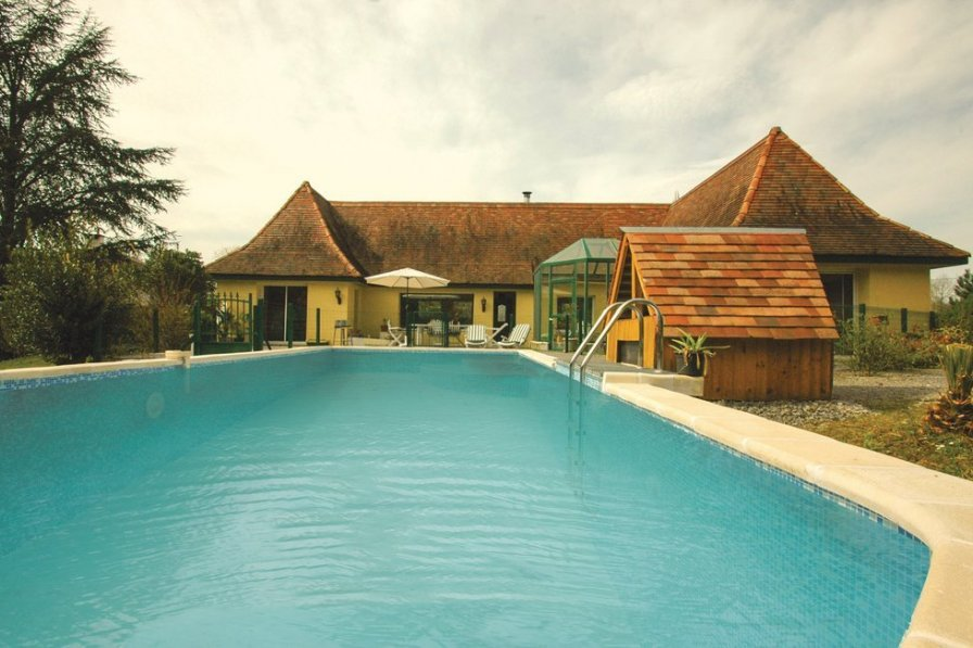 Villa rental in Pyrenees Atlantique with private pool