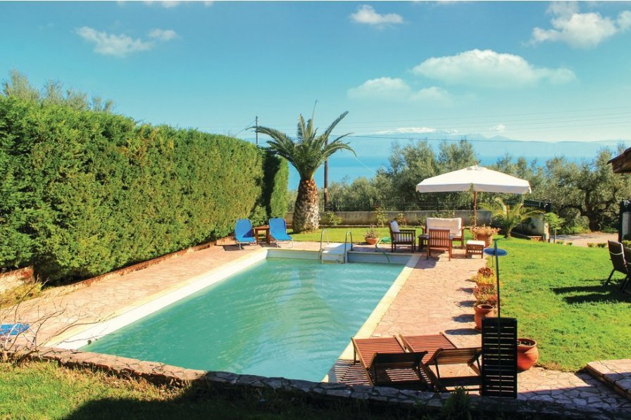 Villa in Greece, Peloponnese: Please change color of pool if possible