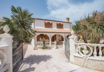 2 bedroom Villa for rent in Noto