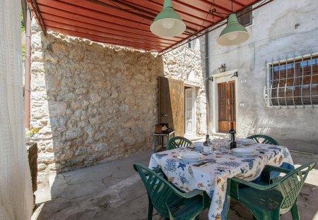 Apartment in Greppolungo, Italy