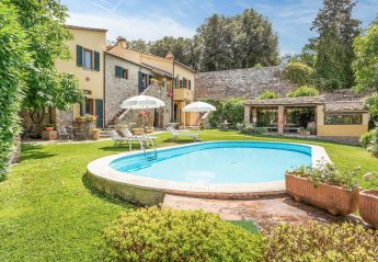 6 bedroom Villa for rent in Cortona