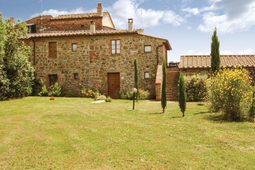 Apartment in Italy, Lucignano